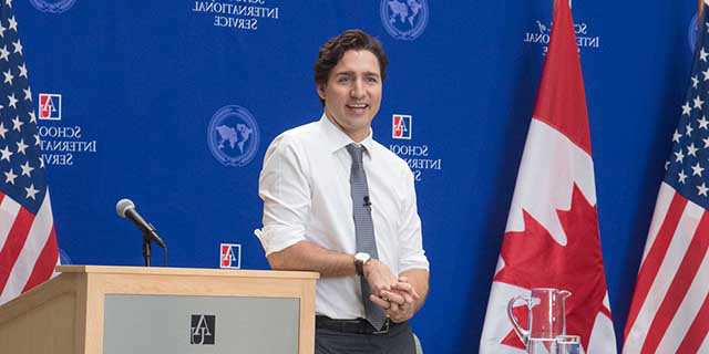 Canadian Prime Minister Just在 Trudeau takes questions from 彩票平台 students.